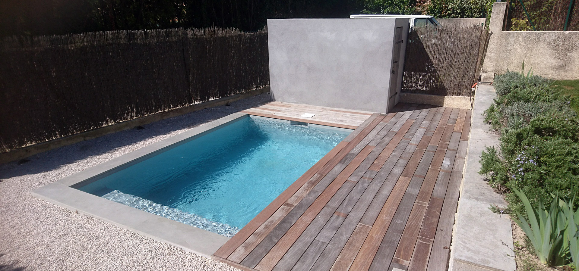 Construction piscine et am nagement ext rieur puyricard for Amenagement piscine exterieur