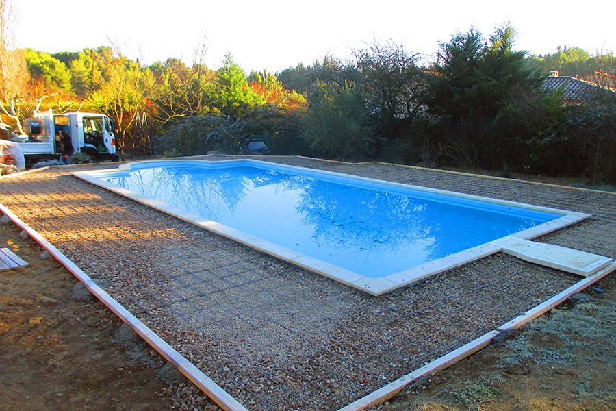 Am nagement ext rieur de piscine techniques et mat riaux for Construction piscine 38